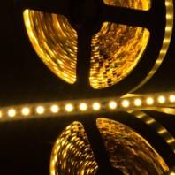 Герметичная светодиодная лента теплый белый свечения 3528 600 LED, IP65, 9,6 Вт/м, 12V
